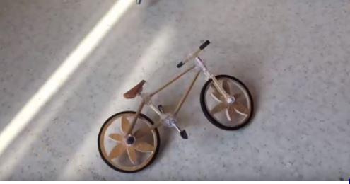 Hướng dẫn cách làm xe đạp bằng tăm tre để có những món quà xinh xắn 8
