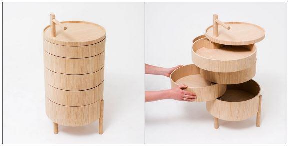 Lấy cảm hứng từ những chiếc xửng hấp Mushiki (Nhật) được xếp chồng lên nhau, cố định bằng một cọc gỗ xuyên từ trên xuống, chiếc giá này có một không gian lưu trữ rất thông minh và đa dạng.