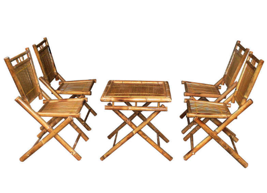 Mẫu bàn ghế đơn giản này phù hợp cả việc uống cà phê lẫn ăn nhẹ