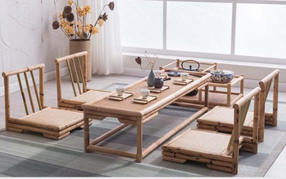 Bàn ăn, bàn trà bệt xuống sàn nhà trong một không gian tươi mát giúp người ta có cảm giác gần gũi với nhau hơn